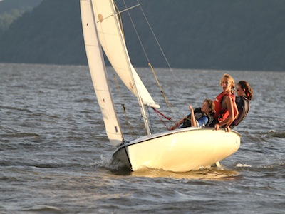 3 girls sailing
